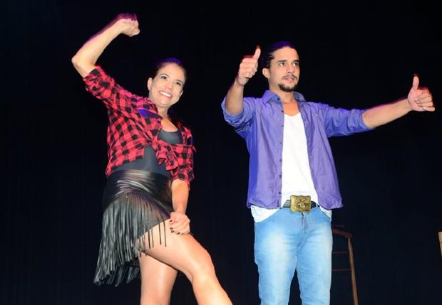 Nívea Stelmann e Guilherme Boury estrelam a peça 'Dedo Podre' (Foto: Eduardo Martins/AgNews)