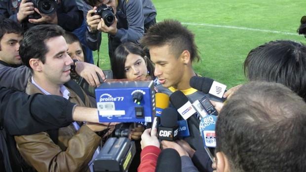 entrevista jogadores dentro do campo rogério ceni neymar santos (Foto: Globoesporte.com)