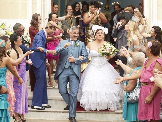 Confira as fotos do casamento da Dona J na 4 temporada do Vai que Cola (Foto: Guto Costa)