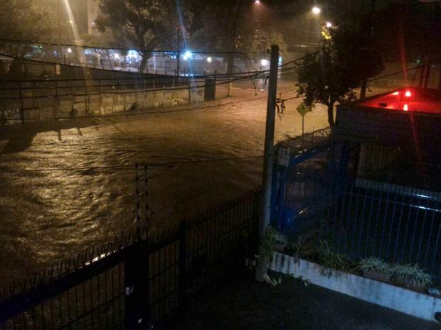 Chuva causou alagamentos em Porto Alegre durante a madrugada (Foto: Guilherme dos Santos/Arquivo Pessoal)