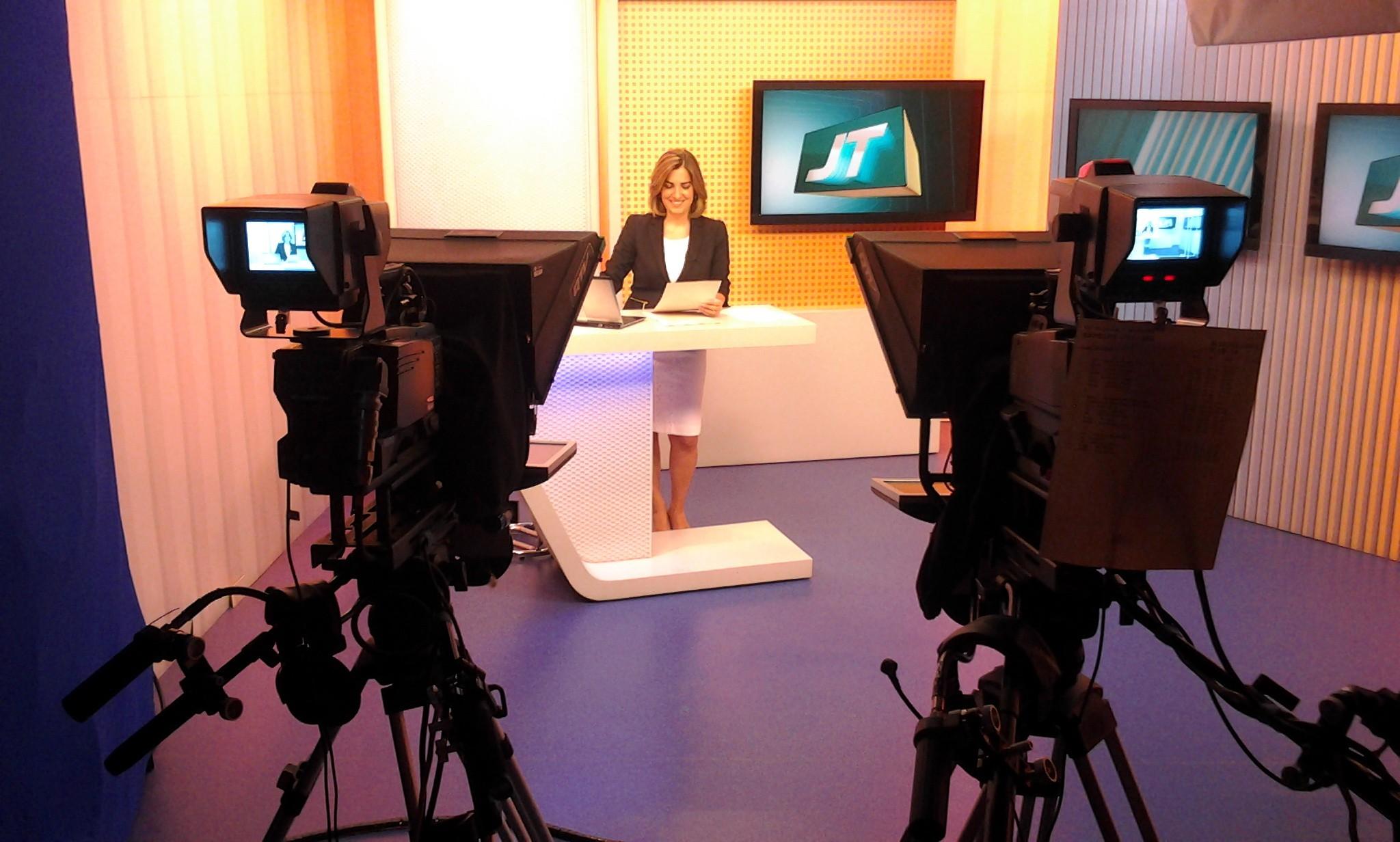 Melissa Paiva no Jornal da Tribuna 2ª Edição (Foto: Reprodução/TV Tribuna)