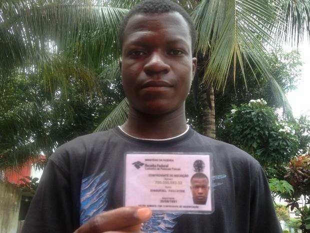 Emmanuel Registre, de 21 anos, é do Haiti e busca junto a PF em Porto Velho a regularização do Visto de Permanência (Foto: Vanessa Vasconcelos/G1)
