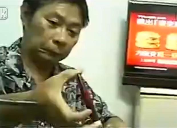 Dono de clínica manipula amostra de sangue vendida para prostitutas que querem fingir virgindade (Foto: Reprodução/LiveLeak/Lake8737 )