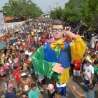 Bloco reúne 150 mil foliões em Macapá (Gabriel Penha/G1-AP)