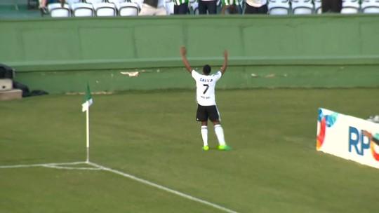 """Iago faz o primeiro gol pelo Coritiba no ano, e Kleber brinca: """"O Iago decisivo voltou"""""""