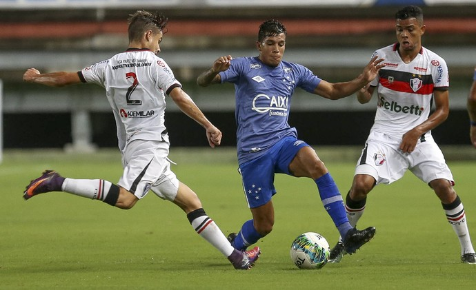 Lucas Romero; Cruzeiro; Joinville (Foto: Geraldo Bubniak/Light Press)