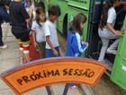 Teatro de bonecos apresentado dentro de ônibus chega a Tibagi