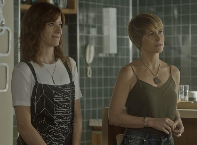 Ana Luiza leva Helô para conhecer o flat da filha (Foto: TV Globo)