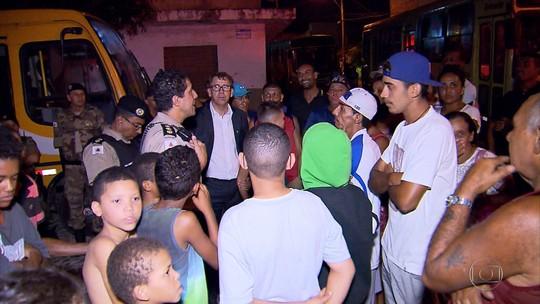Moradores fazem protesto contra suspensão de linha de ônibus em Ribeirão das Neves