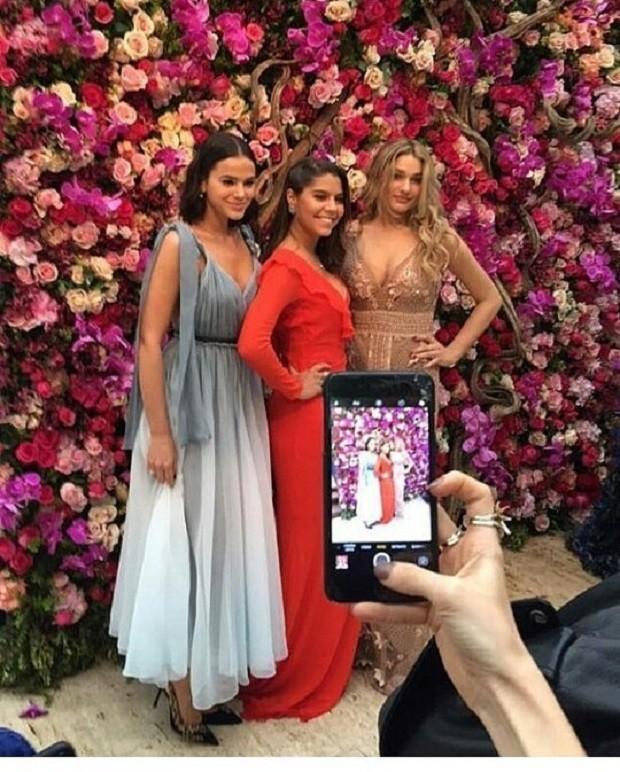 Bruna Marquezine e Sasha com amiga (Foto: Reprodução/Instagram)