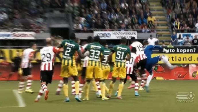 Goleiro Martin Hansen faz gol de letra (Foto: Reprodução SporTV)