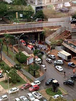 Imagem aérea mostra trânsito parado após mulher ser prensada em mureta de proteção de obra em Brasília (Foto: Isabela Lima/Divulgação)