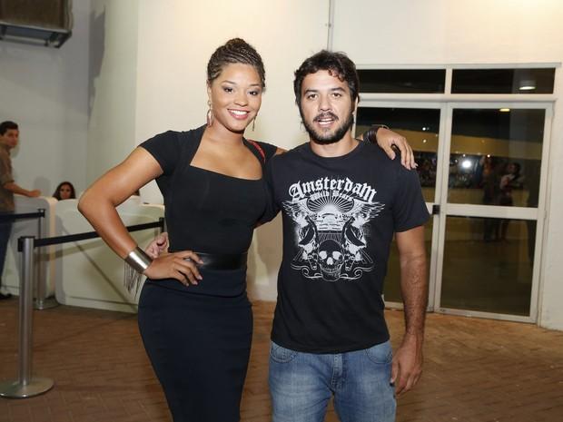 Juliana Alves e o namorado, Guilherme Duarte, em show no Rio (Foto: Felipe Panfili/ Ag. News)