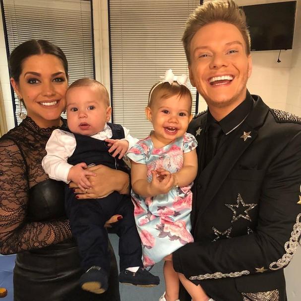 Thais e família (Foto: Instagram/Reprodução)
