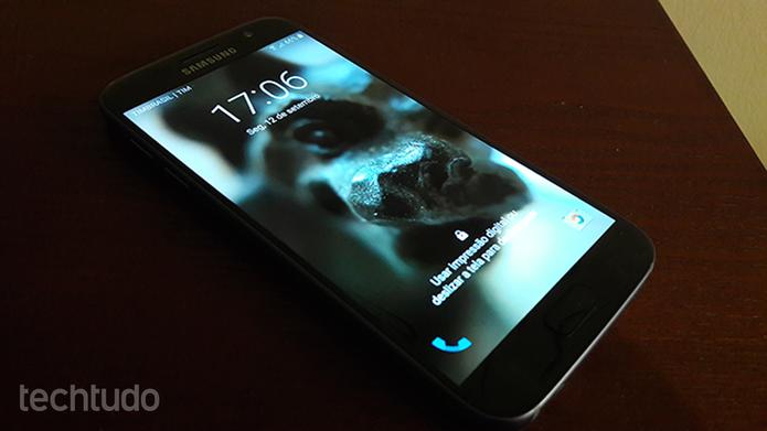 Celulares da Samsung, como o Galaxy S7, com o Android 6.0, permitem a definição de uma seleção de imagens para a tela de bloqueio (Foto: Filipe Garret/TechTudo)