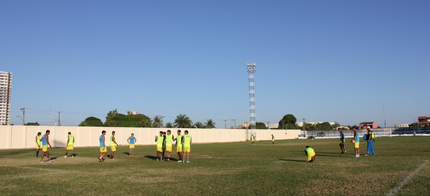 Elenco do Genus realizando último treino (Foto: Michele Carvalho)