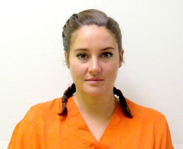 A atriz Shailene Woodley na prisão (Foto: Instagram)