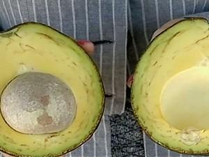 Abacate é principal ingrediente da salada tricolor (Foto: Reprodução TV Grande Rio)