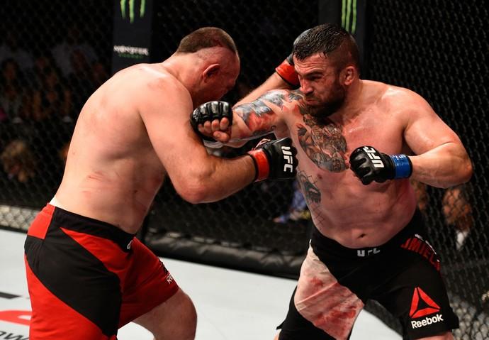 Daniel Omielanczuk x Aleksei Oleinik UFC Sioux Falls (Foto: Getty Images)