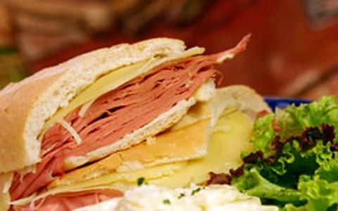 Saiba como incrementar o sanduíche de mortadela