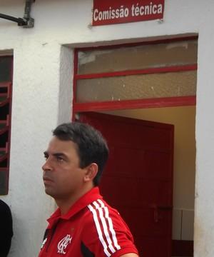 Cleber dos Santos, técnico do sub-20 do Flamengo, em Bauru (Foto: Sérgio Pais)