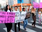 Dezenas de mulheres protestam contra cultura do estupro em Teresina