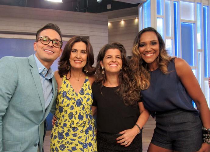 A apresentadora com alguns convidados do programa (Foto: Carolina Morgado/Gshow)