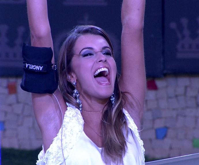 Angela durante o confinemento comemorando ao vencer uma Prova do Líder (Foto: TV Globo)