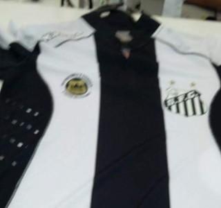 Vazam imagens do novo uniforme do Santos  veja os modelos beb23117b1934
