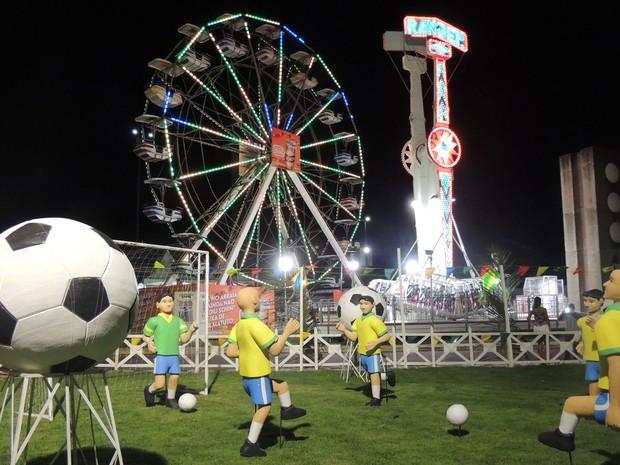 Este ano, a novidade é um campo de futebol, com esculturas de jogadores. (Foto: Luna Markman / G1)