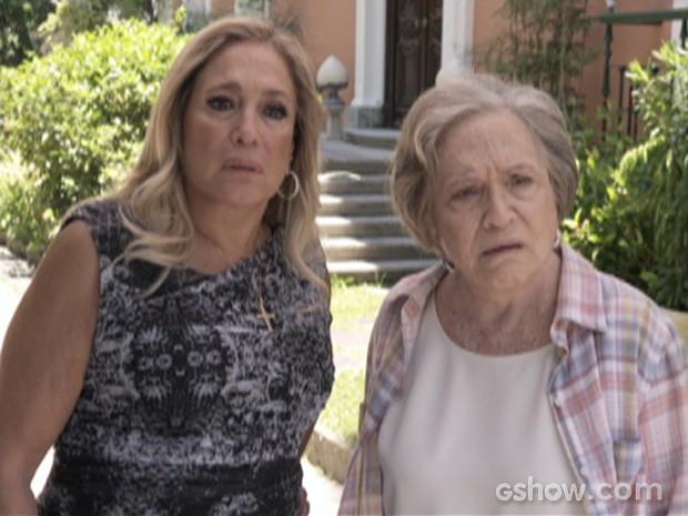 Pilar recebe César de portas abertas na mansão (Foto: Amor à Vida/TV Globo)