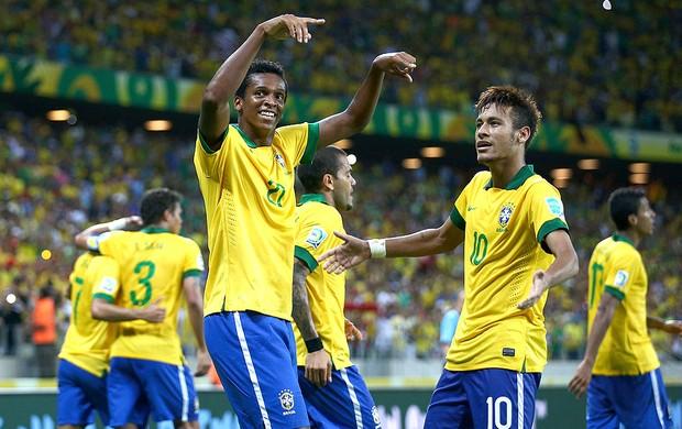 Jô e Neymar comemoração Brasil México (Foto: Getty Images)