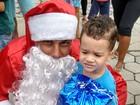 Grupo leva presentes de natal de lancha para crianças de Jacareí
