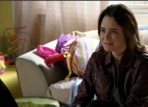 Fernanda Vasconcellos é Malu em 'Sangue bom' (Foto: Reprodução)
