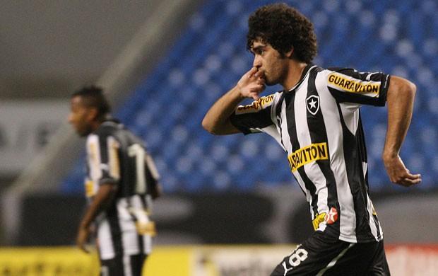 bruno mendes botafogo x  atletico-go (Foto: Marcelo Santos/AGIF)