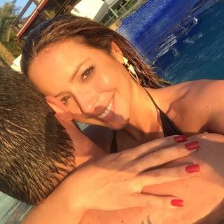 Renata Dominguez com o namorado (Foto: Reprodução/Instagram)