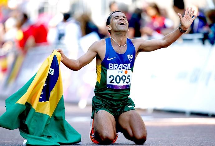 Tito Sena comemoração Maratona Paralimpíadas (Foto: AP)