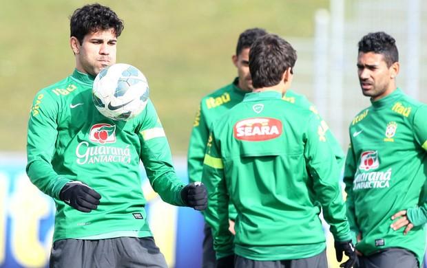 Diego Costa no treino da Seleção (Foto  Mowa ... 2481230ee9a97