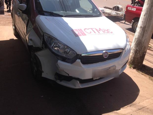 Viatura da Companhia de Trânsito de Macapá teve dano parcial (Foto: Cassio Albuquerque/G1)