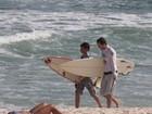 Vladimir Britcha surfa com filho de Adriana Esteves