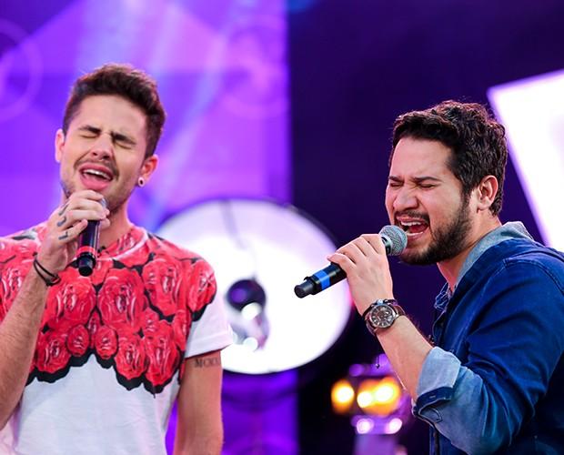 Os dois ensaiam música do grupo One Republic (Foto: Isabella Pinheiro/Gshow)