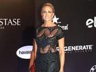 Aos 55 anos, Hortência exibe boa forma com vestido sexy