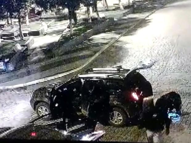 Pelo menos 20 homens armados teriam participado de ataque em Senador Amaral (Foto: Reprodução EPTV)