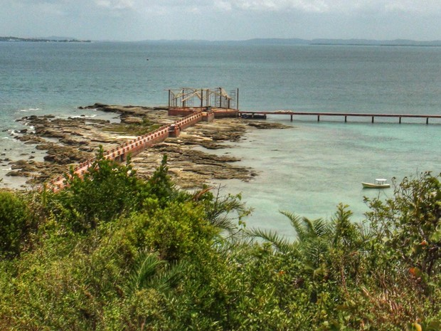 Ponte construída para facilitar entrada e saída de passageiros na Ilha de Maré (Foto: Maiana Belo/G1)
