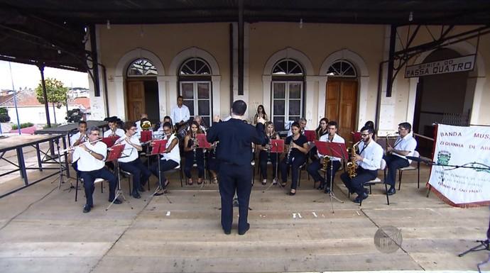 A banda Zequinha de Abreu mantém vivo o legado do músico de Santa Rita do Passa Quatro (SP) (Foto: reprodução EPTV)