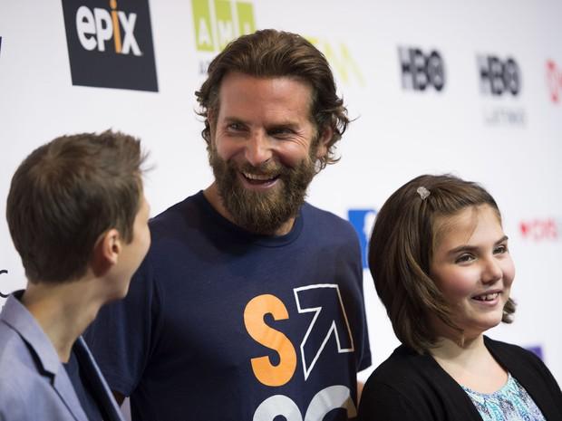 Bradley Cooper em evento beneficente em Los Angeles, nos Estados Unidos (Foto: Valerie Macon/ AFP)