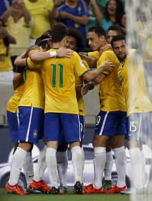 Willian gol Brasil x Venezuela eliminatorias (Foto  Reuters) Jogadores da  Seleção comemoram ... 2e702c3bf1322