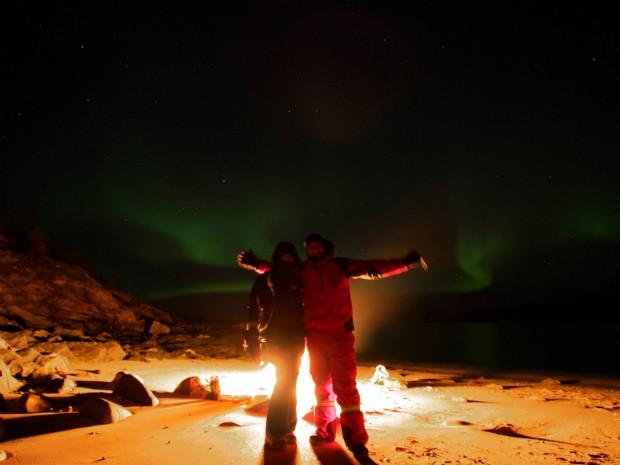 Marco Brotto com a noiva na Noruega, em dezembro de 2012. Ele a pediu em casamento depois de ela ver, pela primeira vez, o fenômeno (Foto: ma)