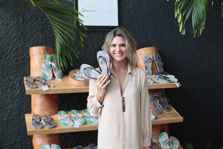 Juliana Santos celebra parceria com a Ipanema com agito na Dona Santa  (Foto: Divulgação)