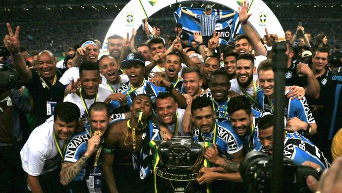 Jogadores do Grêmio conquistam o penta da Copa do Brasil (Foto: Diego Guichard)